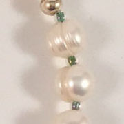 Pearls-Glass-Chrysoprase-Pendant-20-inch-A close-up-2v.1